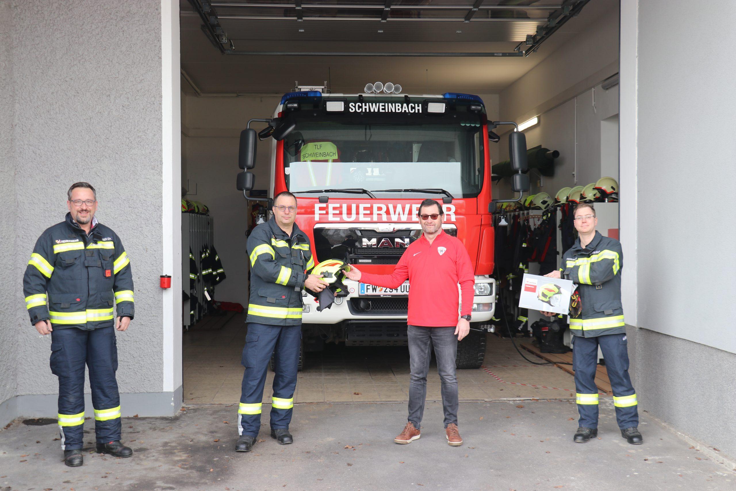 Helmpatenschaft für FF Schweinbach